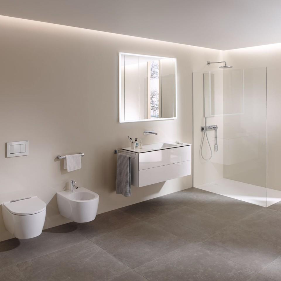 1-2-Familienhäuser, Badezimmer, Badmöbel, Lichtspiegel