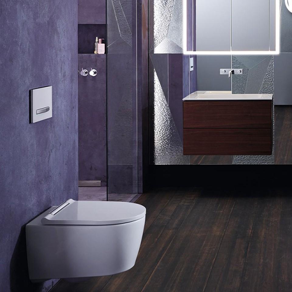 Hotels und Gastronomie, Badezimmer, Badmöbel, Lichtspiegel