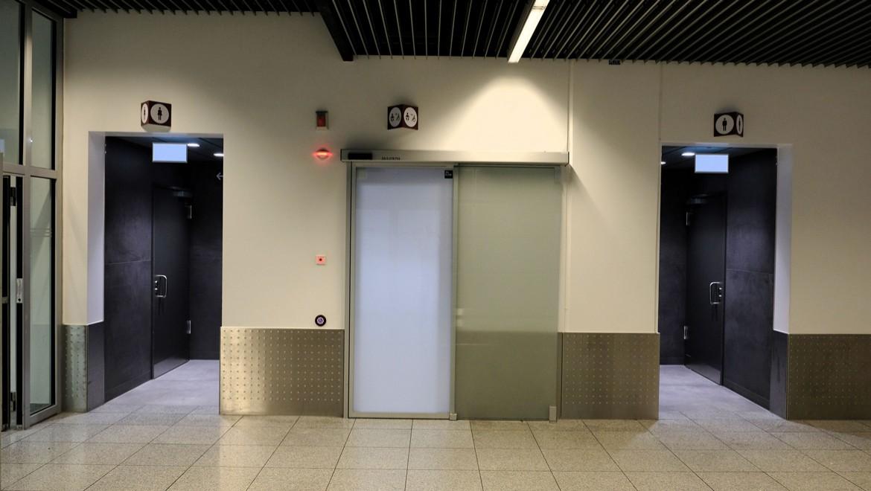 Sanitäranlagen im Ankunftsbereich des Zentralgebäudes C, Airport Düsseldorf