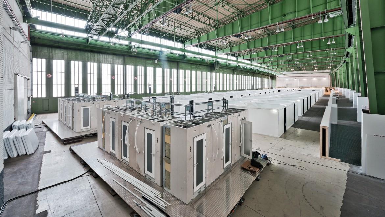 Notunterkunft für bis zu 7.000 Flüchtlinge, Flughafen Tempelhof in Berlin