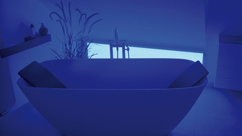 Dank innovativer Lichteffekte lässt sich das Bad in die persönliche Lieblingsfarbe tauchen