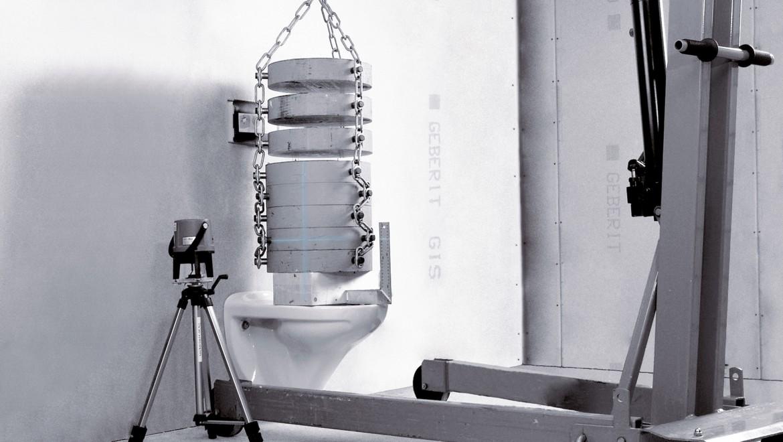 WCs für barrierefreie Bäder müssen große Lasten aushalten und entsprechend getestet sein.