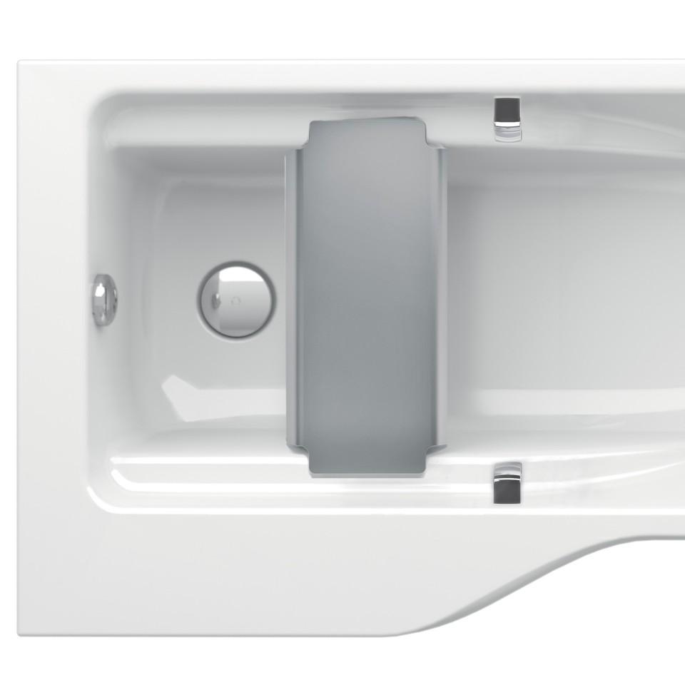 Badewanne mit integrierten Haltegriffen und seitlicher Sitzfläche für Pflegepersonen.